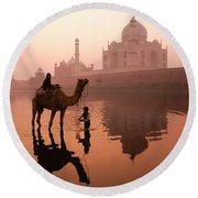 Taj Mahal At Dawn Round Beach Towel