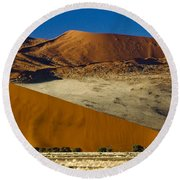 The Dunes Of Sossusvlei Round Beach Towel