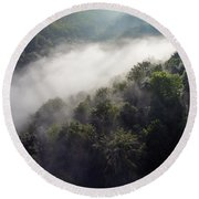 Fantastic Dreamy Sunrise On Foggy Mountains Round Beach Towel