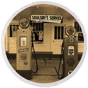 Route 66 - Soulsby Station Pumps Round Beach Towel