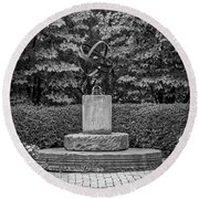 4387- Sculpture Black And Whi Round Beach Towel