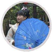 4479- Girl With Umbrella Round Beach Towel