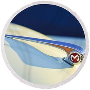 Morris Minor 1000 Hood Ornament Round Beach Towel