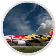 737 Maryland On Take-off Roll Round Beach Towel