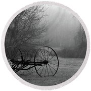 A Country Scene In Black And White Round Beach Towel