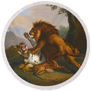 A Lion And Tiger In Combat Round Beach Towel