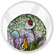 A Little Chat-ladybug And Snail Round Beach Towel