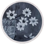 A Lovely Bouquet Of Daisies Round Beach Towel