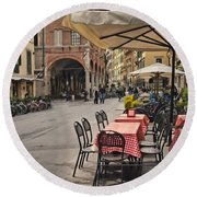 A Pisa Cafe Round Beach Towel