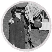 A Soldier's Goodby Kiss Round Beach Towel
