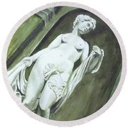 A Statue At The Toledo Art Museum - Ohio Round Beach Towel