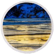 A Sunset In A River Of Ice Round Beach Towel