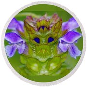 A Tiny Flower King Round Beach Towel