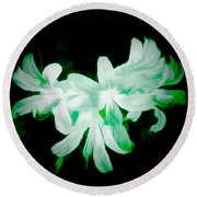 A Touch Of Green On The Lilies Round Beach Towel