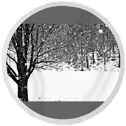 A Tree In Snowy Winter Round Beach Towel