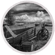 Abandoned Broken Down Frontier Wagon In Black And White Round Beach Towel