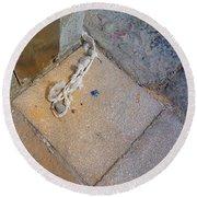 Abandoned Fishing Knot Round Beach Towel