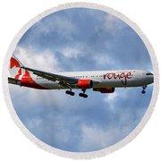 Air Canada Rouge Boeing 767-35h 118 Round Beach Towel