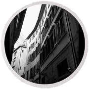Alley In Florence Round Beach Towel
