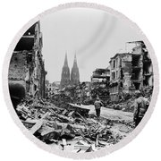 American Soldiers In Cologne, Germany Round Beach Towel
