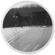 Amish Horse And Buggy In Winter Round Beach Towel