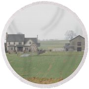 An Amish Family Home Round Beach Towel