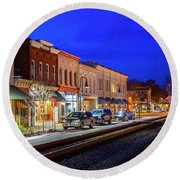 An Early Evening In Ashland Round Beach Towel