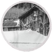An Obdurate Sinner Lives Here. B And W   Round Beach Towel