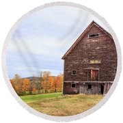 An Old Wooden Barn In Vermont. Round Beach Towel