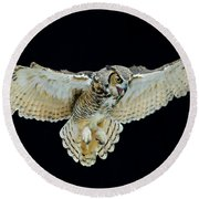 Animal - Bird - Great Horned Owl Wings Spread Round Beach Towel