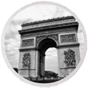 Arc De Triomphe In Black And White Round Beach Towel