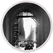 Arch At Grand Central Station Round Beach Towel