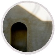 Arch In Shadow Round Beach Towel