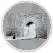 Arch In The Casbah Round Beach Towel