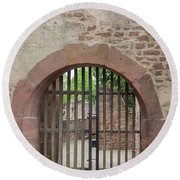 Arched Gate At Heidelberg Castle Round Beach Towel