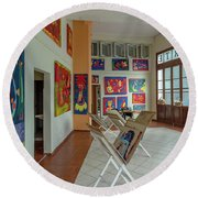 Art Gallery In Havana Round Beach Towel
