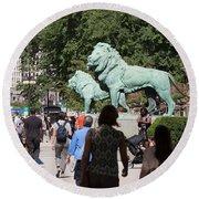 Art Institute Of Chicago Bronze Lions Round Beach Towel