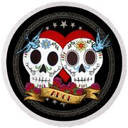 Love Skulls II Round Beach Towel