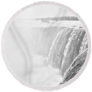 At The Edge Of Horseshoe Falls In Black And White Round Beach Towel