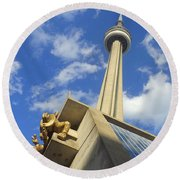 Audience Sculpture And The Cn Tower Round Beach Towel