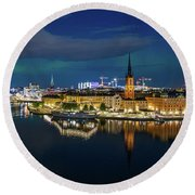 Aurora Over Stockholm In The Fall 2018 Round Beach Towel
