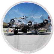 B-17 Flying Fortress, Yankee Lady Round Beach Towel
