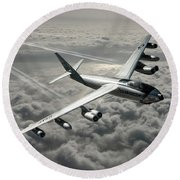 B-47e Stratojet With Contrails Round Beach Towel
