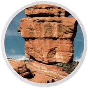 Balanced Rock At Garden Of The Gods Round Beach Towel