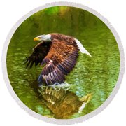 Bald Eagle Cutting The Water Round Beach Towel