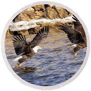 Bald Eagle Fishing Pano Round Beach Towel