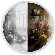 Banker - Worth Its Weight In Gold 1917 Side By Side Round Beach Towel