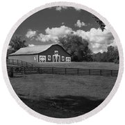 Barn At Yonah Mountain In Black And White 4 Round Beach Towel
