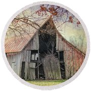 Barn Of The Indian Summer Round Beach Towel