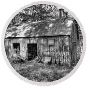 Barn In The Ozarks B Round Beach Towel